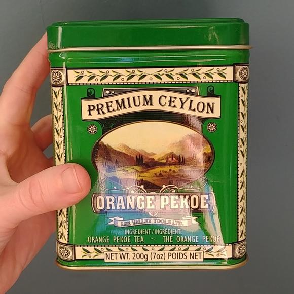 4/$15 - empty tea tin